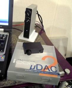 uDAC2は初代とまったく見分けがつかないので箱ごとパシャリ。(笑)